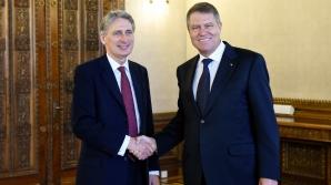 Klaus Iohannis, alături de ministrul de Externe britanic Philip Hammond