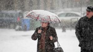 INFORMARE DE VREME REA: Intensificări ale vântului, ninsori şi polei