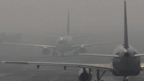 Mai multe curse aeriene, întârziate din cauza ceţii