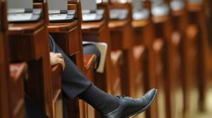 Un deputat îi trimite pe politicieni LA PSIHOLOG: 'E plin de ţicniţi!'