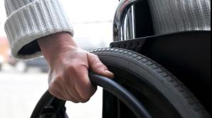Robotul care ajută oamenii în scaune cu rotile să meargă din nou, disponibil şi în România