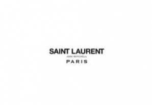 Cum arată modelul de 71 care defilează pentru Yves Saint Laurent