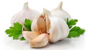 Cum să cureţi RAPID usturoiul. METODA PE CARE NU O ŞTIAI