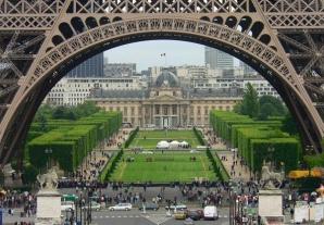 Vacanțele la Paris, mai ieftine