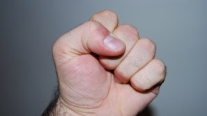 Violenţa, simptom al unei boli grave