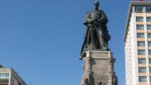 Protest pe statuia lui Cuza, de Ziua Unirii, la Iaşi