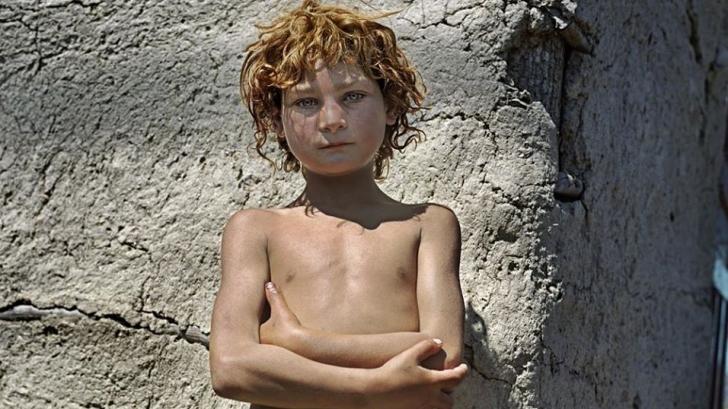 Expoziţie de fotografie despre viaţa grea a copiilor din România şi Bosnia. Foto: Yvonne de Rosa
