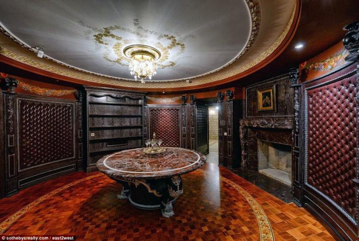 Palat scos la vânzare în Rusia