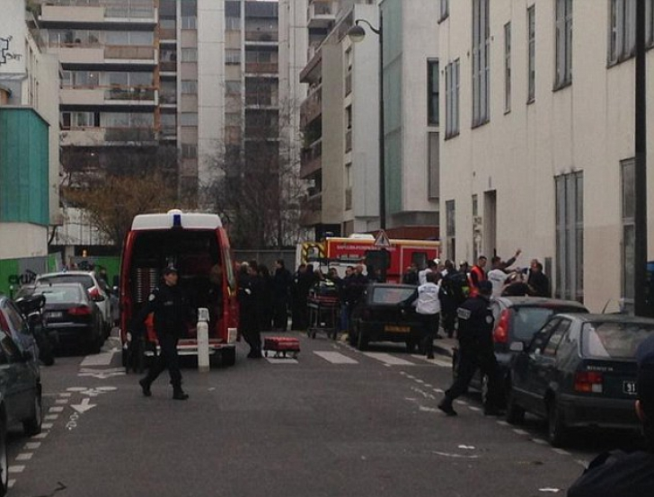 ATAC ARMAT la sediul unui ziar din Paris: 10 persoane AU MURIT.