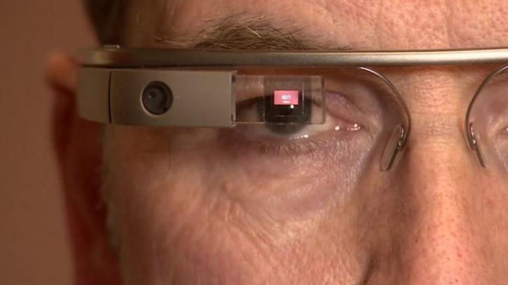 Google opreşte vânzarea ochelarilor digitali şi transferă proiectul unui fost oficial al Apple