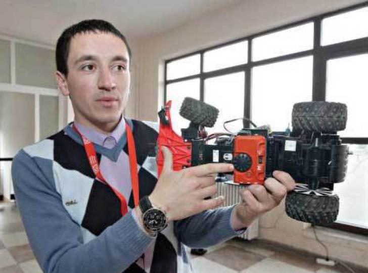 Un tânăr român a inventat un dispozitiv care evită accidentele pe calea ferată