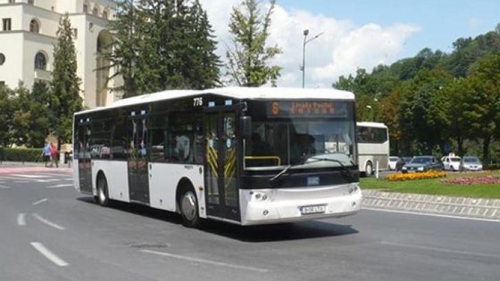 Trei răniţi într-un accident în care a fost implicat un autobuz al regiei locale de transport Braşov