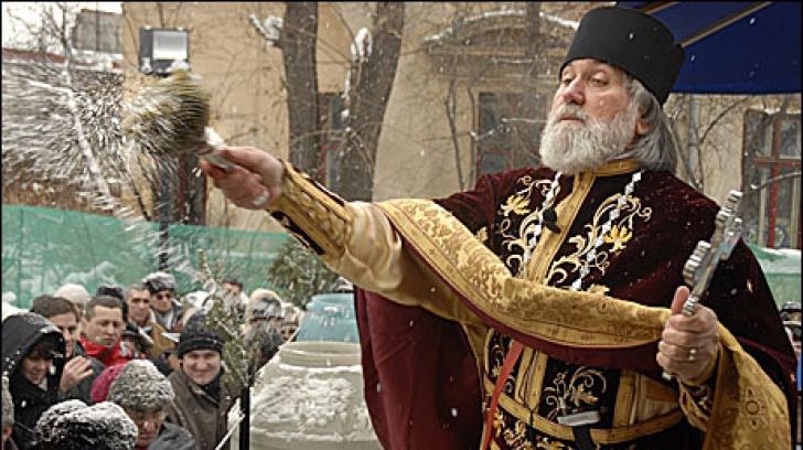 BOBOTEAZA. Patriarhul Daniel, la sfințirea Aghiasmei: Această apă are o putere de vindecare