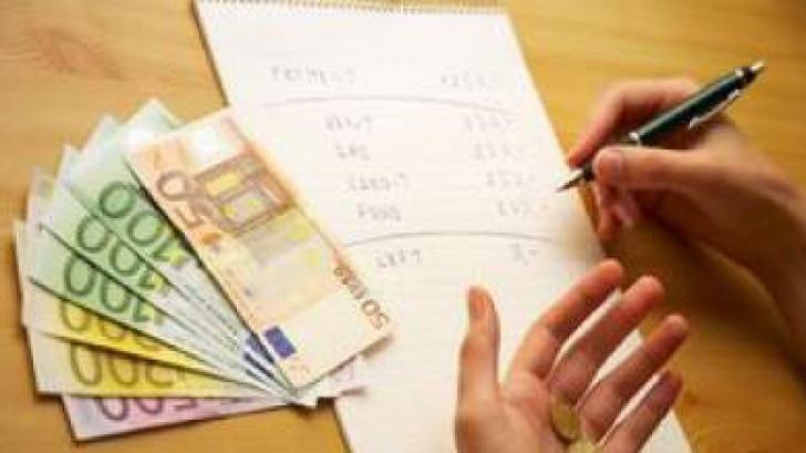 """<p>71.000 de credite, cu probleme în România. De ce nu sunt băncile de acord cu legea """"Dării în plata""""</p>"""