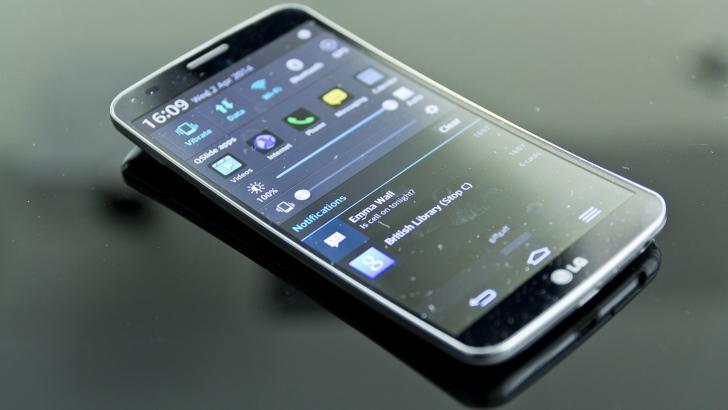 LG ne UIMEȘTE din nou: Aduce în America CEL MAI INTERESANT telefon pe care o să-l vezi!