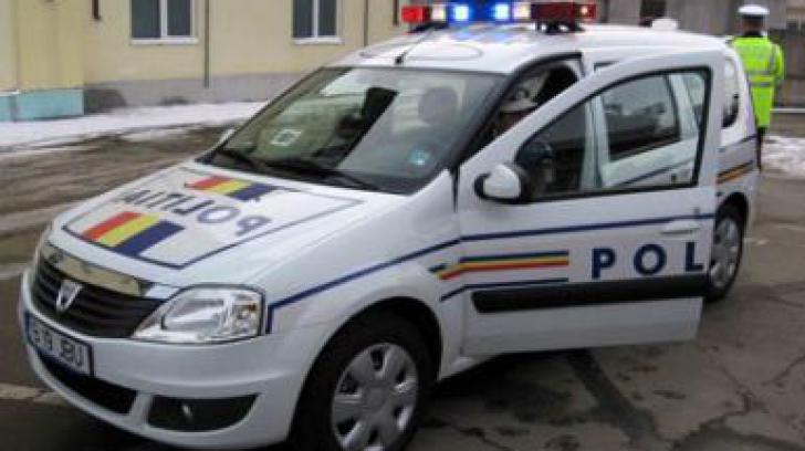 Un poliţist care a condus 10 ani maşina personală şi pe cea de Poliţie FĂRĂ PERMIS, condamnat
