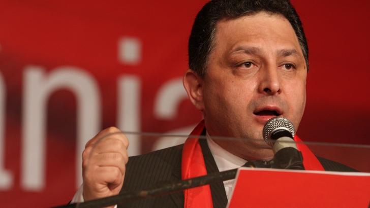 Vanghelie: Ponta va fi dat jos din fruntea PSD numai dacă membrii de partid ies în stradă