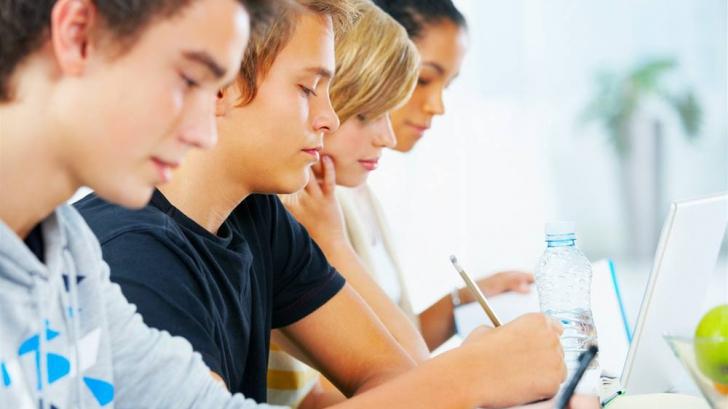 Avertismentul OMS:Riscul la care sunt expuşi miliarde de tineri din cauza dispozitivelor electronice