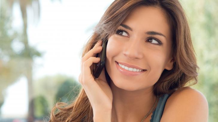 Telefonul mobil favorizează apariția cancerului. Vezi cum poți reduce la minimum acest risc!