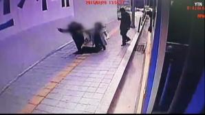 Se întâmplă şi la alţii! Doi soţi au căzut într-un canal la metrou