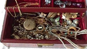 Trucul care îţi menţine bijuteriile strălucitoare