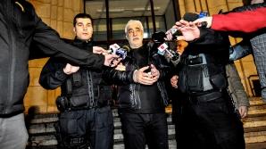 Adrian Sârbu a plecat încătuşat, luni, de la Parchet sursa: Inquam Photos