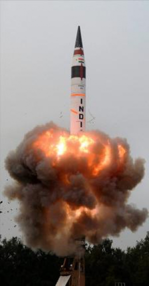 Lansatorul mobil pentru Agni V, testat cu succes de India
