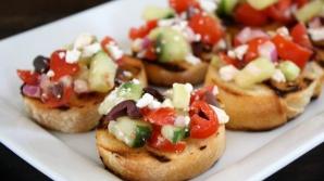 Bruschete cu salată grecească