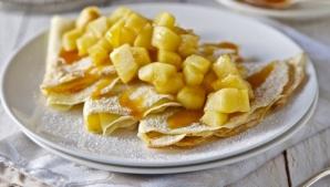 Clătite cu mere şi caramel