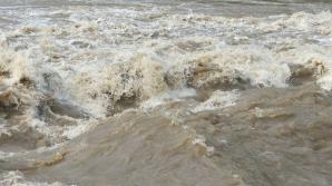 Avertizarea cod galben de inundaţii, prelungită pe râuri din cinci judeţe