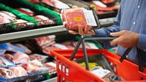 10 alimente pe care ar trebui să le evităm în supermarket. Lista bombelor calorice şi E-urile nocive