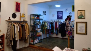 Kombinat se redeschide în centrul Bucureştiului cu haine, cărţi şi ceai
