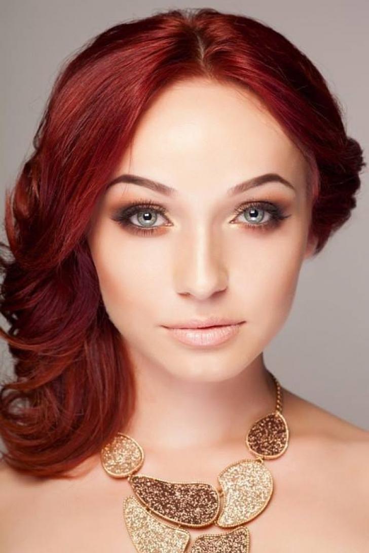 Ilinca, tânăra care este comparată cu Angelina Jolie şi Bianca Drăguşanu