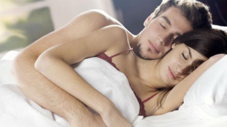 Test: Ce spune modul în care dormiţi despre relaţia voastră
