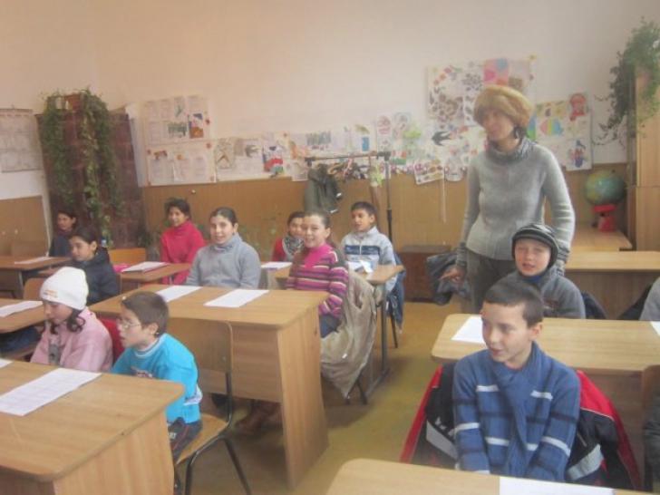 """O învățătoare din Dolj, cu hemipareză și tumoră, vine să predea: """"Cum să-i las pe copii fără carte?"""