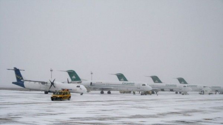 Traficul aerian astăzi, pe aeroporturile din București, în condiții de iarnă: întârzieri la decolare