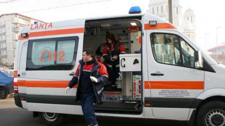 O femeie din Bistriţa care a născut acasă doi copii, accident teribil cu ambulanţa