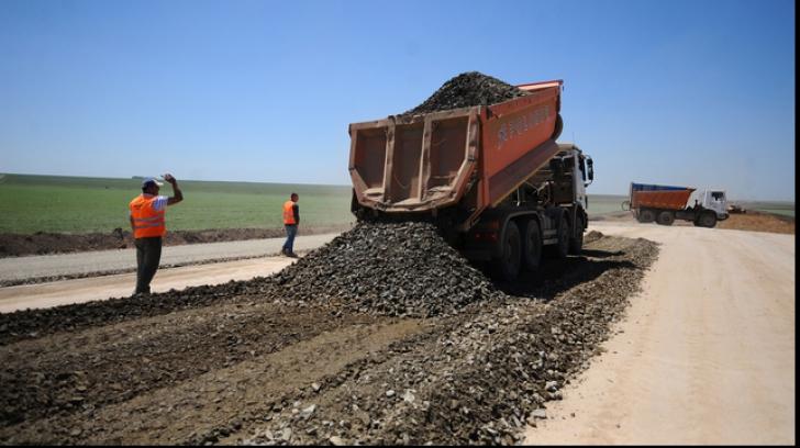 Compania de Drumuri nu are bani să repare găurile din șosele