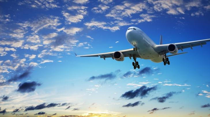 Dramă! Un pasager român a murit în toaleta unui avion