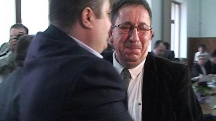 Primarul unui municipiu a demisionat în lacrimi: Decada Constantinescu s-a încheiat!