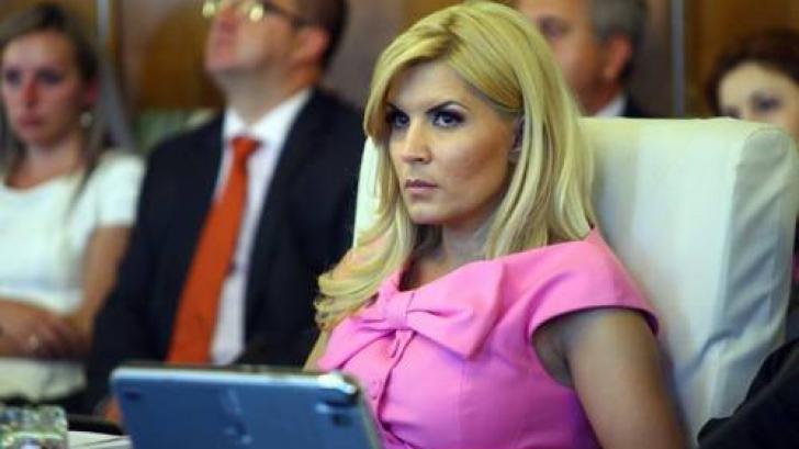 Elena Udrea, în ședință de Guvern Boc II Sursa: LIBERTATEA