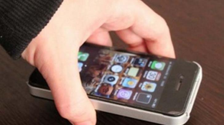 Furt telefon