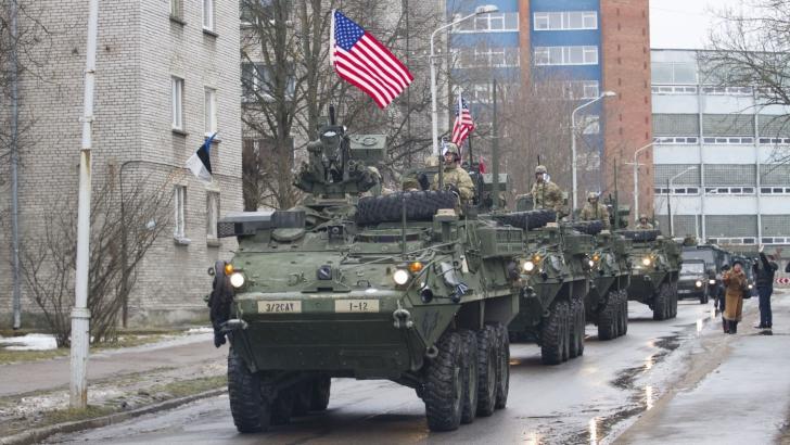Blindatele americane, pe străzile oraşului Narva