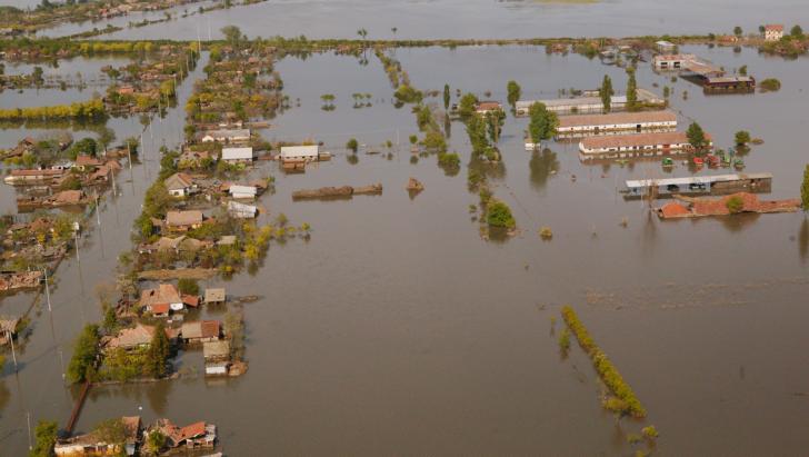 Inundații în Marea Britanie. Sute de persoane au fost evacuate