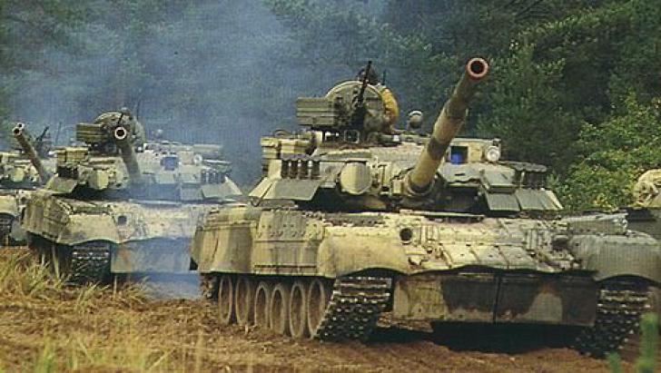 Zeci de tancuri, blindate şi lansatoare de rachete ruseşti au pătruns în Ucraina