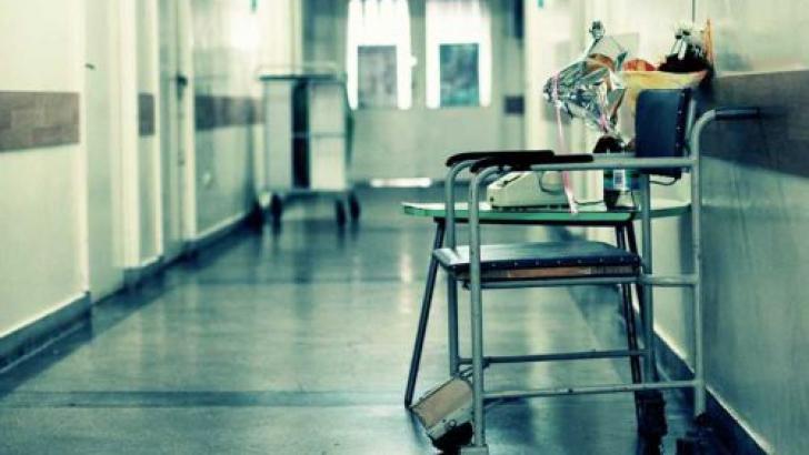 Corupția din sănătate: Peste 50% dintre români dau bani tuturor categoriilor de personal din spitale