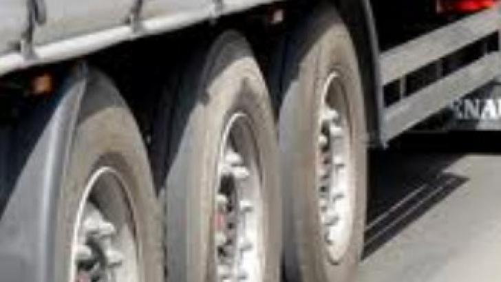 Trei TIR-uri, implicate într-un accident extrem de grav pe DN 1A