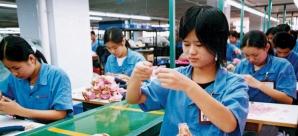 Fabrici coordonate de 40 de români în Asia