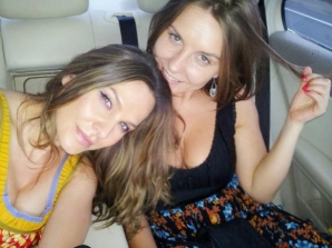Anna Lesko şi sora sa