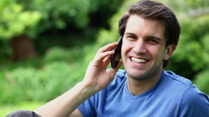 Telefonul mobil ne poate face riduri oricât de tineri am fi